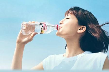 开车上路的朋友们千万别喝透明可乐 日本网友实测会引起酒精测试仪反应
